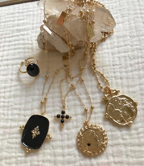 virginie-berman-eshop-collection-hiver-colliers-bagues-bracelets-pochettes